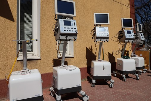 Одесские больницы получают новое оборудование и защиту для борьбы с коронавирусом