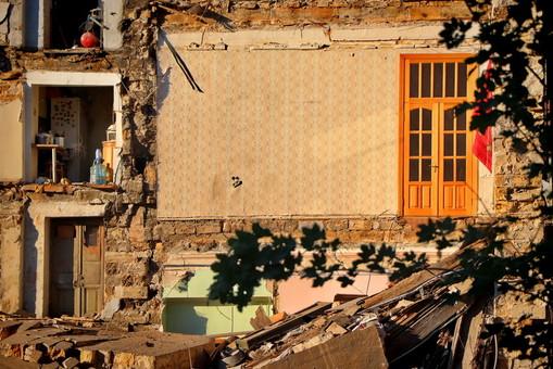 Спасатели разбирают завалы рухнувшего дома на Торговой