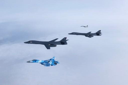 Истребители с аэродрома в Одессе сопровождали американские стратегические бомбардировщики (ФОТО)