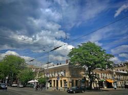 Прогулка по Одессе под угрожающим небом в последний день весны (ФОТО)