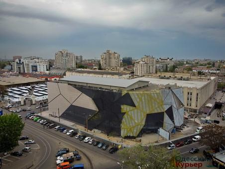 """Что построят у """"Привоза"""": паркинг или торговый центр"""