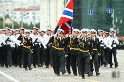 Парад Победы в России практически везде прошёл с грубейшим нарушением противоэпидемиологических мер (фото)