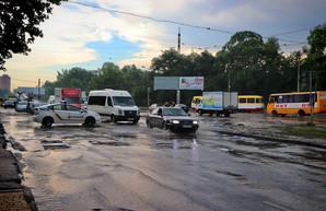 Ливень в Одессе: Балковскую слегка затопило (ФОТО, ВИДЕО)