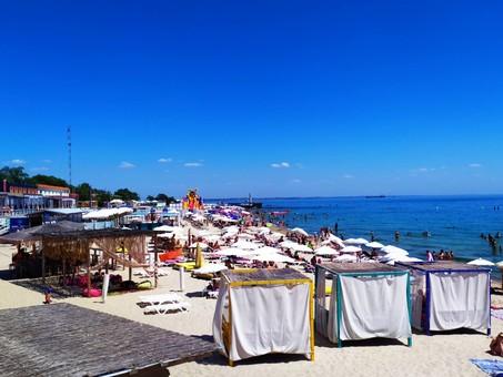 В Одессе на пляже Ланжерон спасать людей некому (ФОТО)