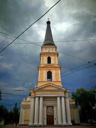 Вечер в Одессе: мрачная туча и фиолетовый закат (ФОТО)