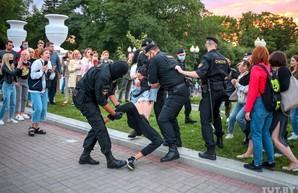 От Хабаровска до Минска: кто шатает все четыре стороны света