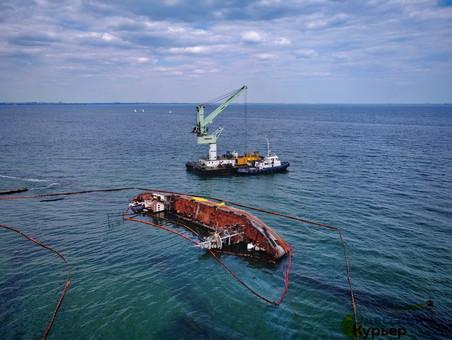 """Одесская мэрия признала затонувший танкер """"Делфи"""" чрезвычайной ситуацией"""" (ВИДЕО)"""