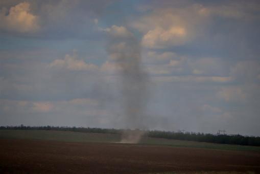 В полях на юге Одесской области бушуют смерчи (ФОТО, ВИДЕО)