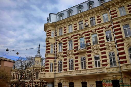 В Одессе начинают борьбу с кондиционерами на фасадах памятников архитектуры