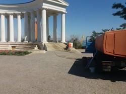 В Одессе начали отмывать центр перед днем города (ФОТО)