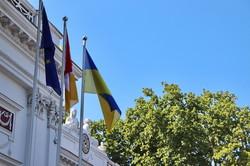 В Одессе на Думской подняли флаг Украины (ФОТО, ВИДЕО)