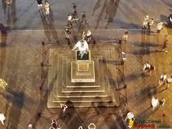 Памятник герцогу Ришелье в Одессе одели в вышиванку (ФОТО)