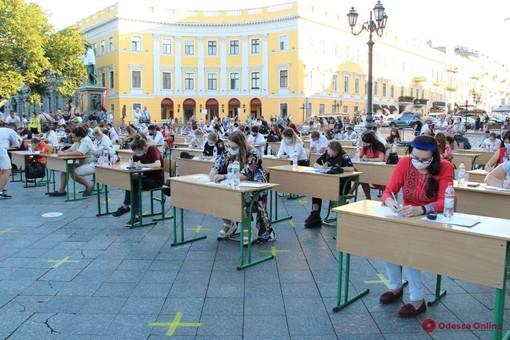 В Одессе прошел опен-эйр диктант по украинскому языку