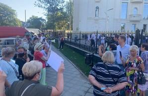 1 сентября: в Одессе охрана Кивалова разогнала акцию протеста у церковно-приходской школы