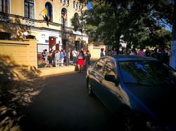 Первый день школьных занятий в Одессе: толпы родителей, мини-линейки и парковки (ФОТО)