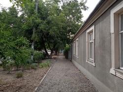 В Одессе ремонтируют улицу Строганова на Дальних Мельницах