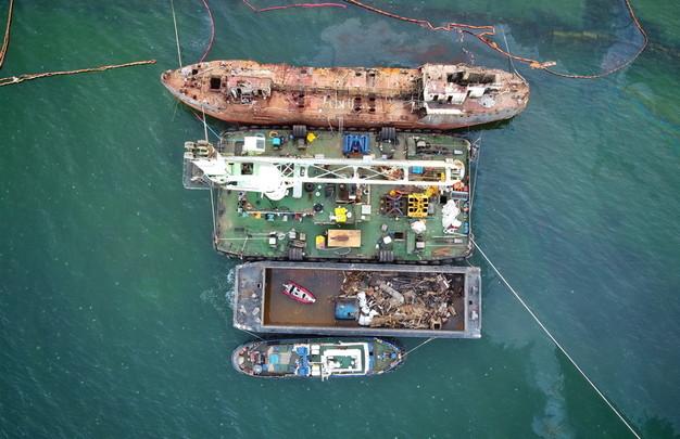 "Как в Одессе почти год убирали танкер ""Делфи"" (ФОТО, ВИДЕО)"