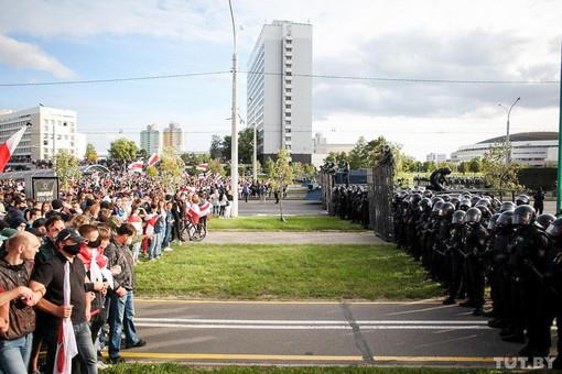 Беларуские парадоксы российской пропаганды или игра в две руки