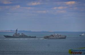В Черном море оперируют военные корабли США и Великобритании