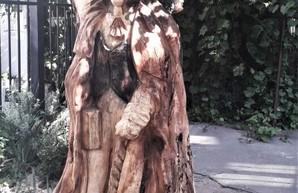 В Одессе открыли новую скульптуру из дерева - она изображает Пушкина и австрийского консула