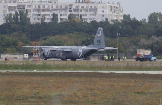 В Одессе совершил экстренную посадку американский военно-транспортный самолет