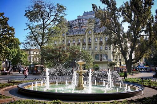 В Одессе начинают отключать на зиму фонтаны