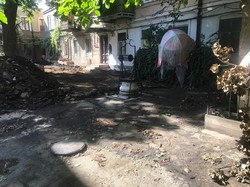 В Одессе ремонтируют старые дворики на Коблевской (ФОТО)