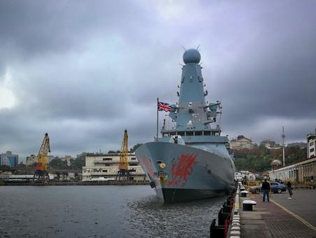 Великобритания выставила самое мощное военно-морское соединение со времен Фолклендской войны