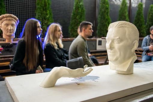 Завтра в Одессе будут устанавливать новые скульптуры