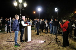"""Червоненко в Одессе """"троллил"""" картонного Труханова"""