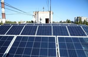 В Одессе начинают устанавливать солнечные батареи на крышах многоэтажек (ФОТО)