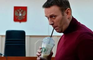 Многофункциональный Алексей Навальный на большой шахматной доске