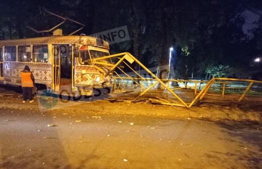 В Одессе трамвай сошел с рельсов на Итальянском бульваре