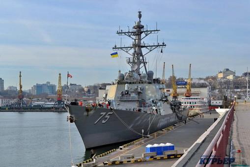 В Черное море держит курс ракетный эсминец ВМФ США
