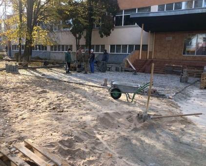 В Одессе ремонтируют лицей на поселке Котовского