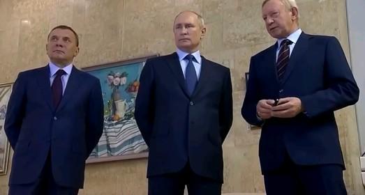 Странный визит странного Владимира Путина в Саров