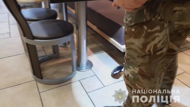 """В Одессе угрожали взорвать гранату в """"МакДональдсе"""""""