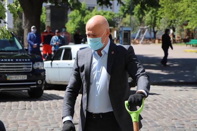 Мэра Одессы выписали из инфекционной больницы