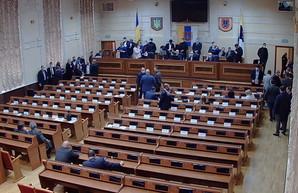 В Одесском облсовете снова подрались и заблокировали трибуну