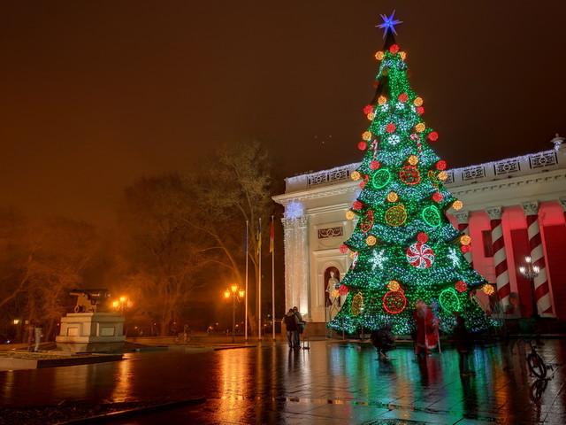 Как в Одессе главную елку открывали (ВИДЕО)