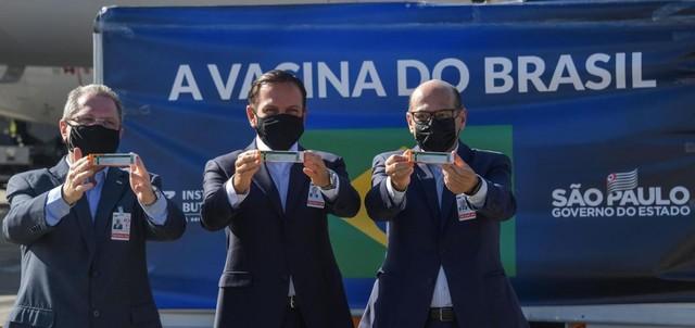 """Россия пытается """"дискредитировать"""" китайскую вакцину Sinovac"""