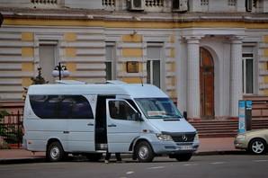 """Из района вокзала и """"Привоза"""" в Одессе пока будут убирать только """"нелегальные"""" автобусы"""