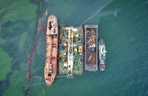 Государство пытается через суд забрать у владельца затонувший в Одессе танкер