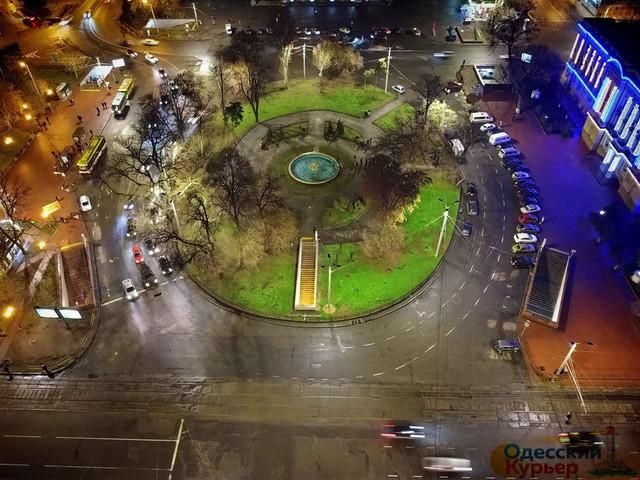 Фигуры львов из сквера на Привокзальной площади забрали на реставрацию