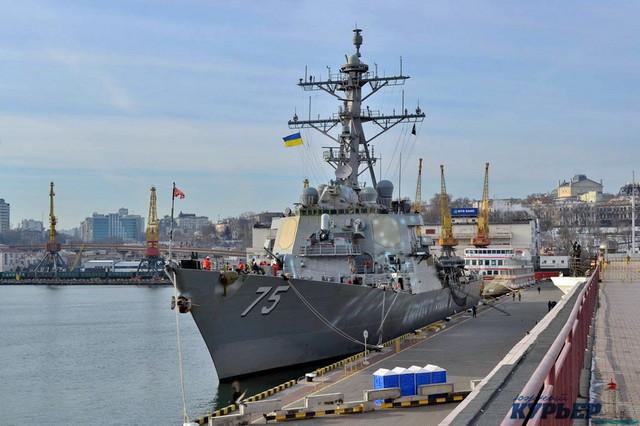 США проводит военно-морские учения в Черном море с участием ракетного эсминца