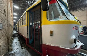 В Одессе ремонтируют поврежденные во время непогоды трамваи (ФОТО)