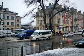 В Одессе нелегальные автобусы оккупировали окрестности вокзала (ФОТО)