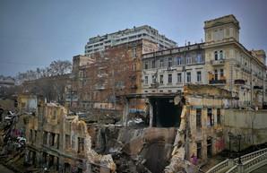 Владельцев рухнувшего дома на Деволановском спуске заставили разобрать завалы
