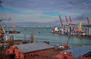 В порту Одессы продолжается реконструкция причалов