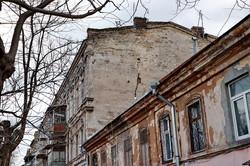 В центре Одессы треснул и угрожает рухнуть еще один старый дом (ФОТО)